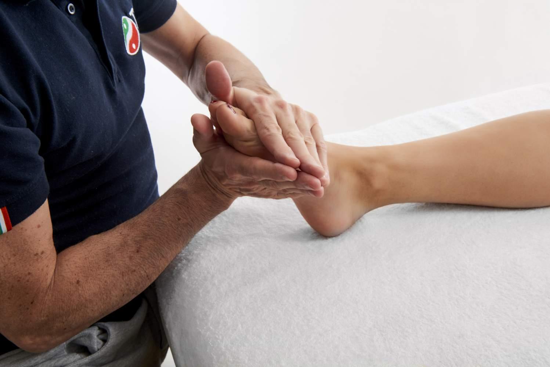 Lettino Da Massaggio Roma.Corso Di Riflessologia Plantare 1 Livello Scuola Di Massaggio Tao